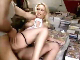 Vivian Schmitt Eingelocht